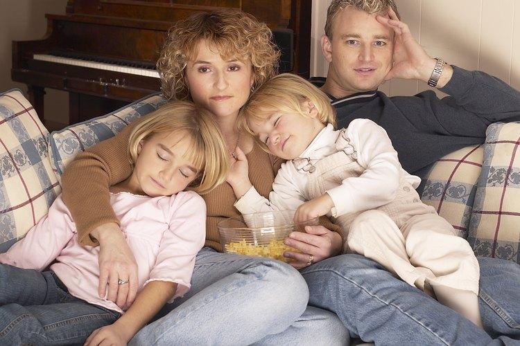 Las parejas con niños pequeños a menudo tienen la idea errónea de que deben pasar cada hora del día y toda la atención en los niños.