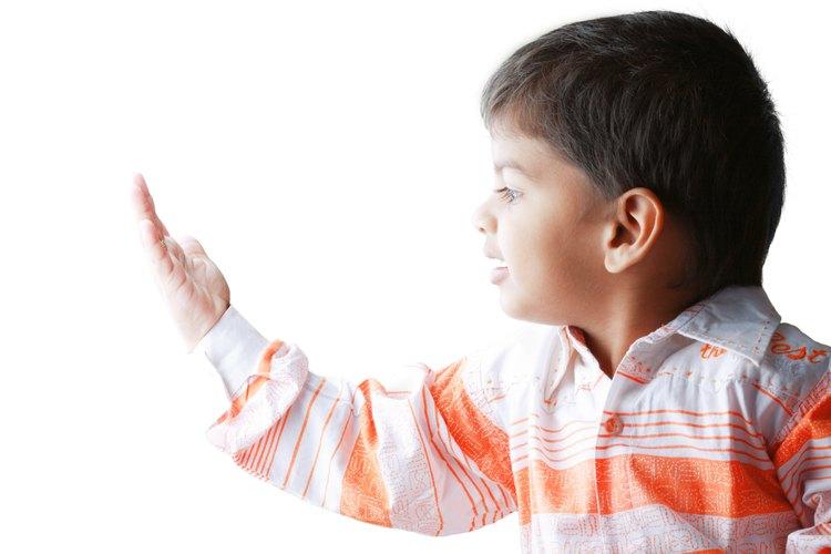 Las investigaciones indican que la calidez de los padres puede afectar el comportamiento de los niños y su desarrollo psicológico.