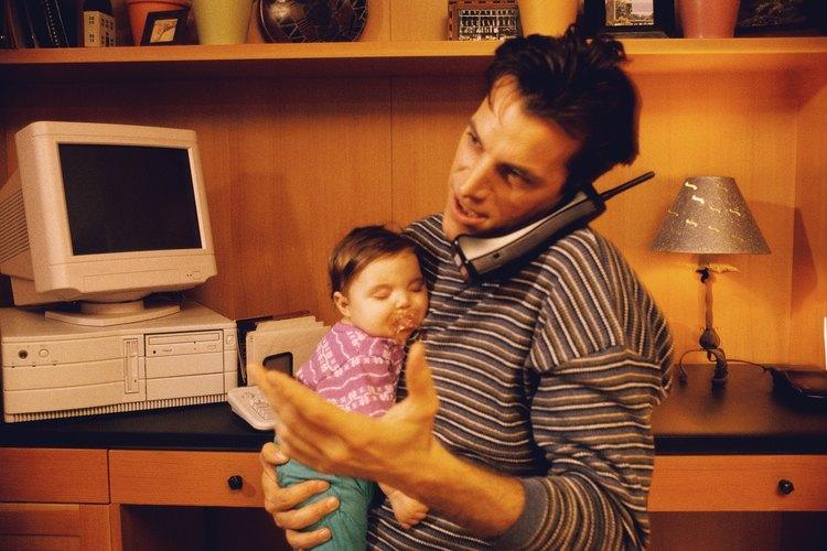 Toma algunas precauciones para para asegurarte de que tu niñera no te dejará sin sus servicios.