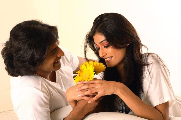 Despiértala con el olor de las flores.