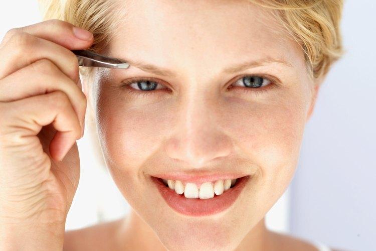 Las cejas escasas requieren técnicas especiales de depilación.