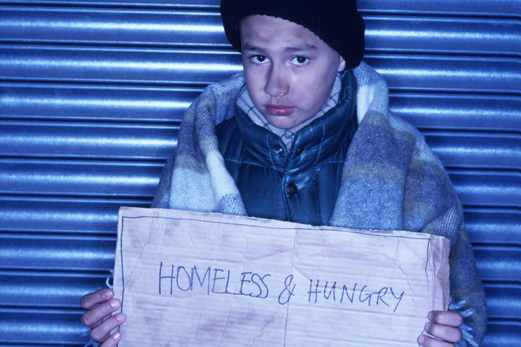 Los niños que viven en pobreza carecen de una educación que podría hacerles salir de ella.