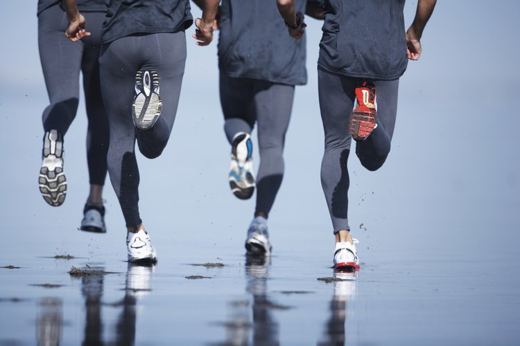 Dependiendo de las condiciones climáticas y de tus objetivos de entrenamiento, hay diferentes tipos de pantalones de correr para considerar.