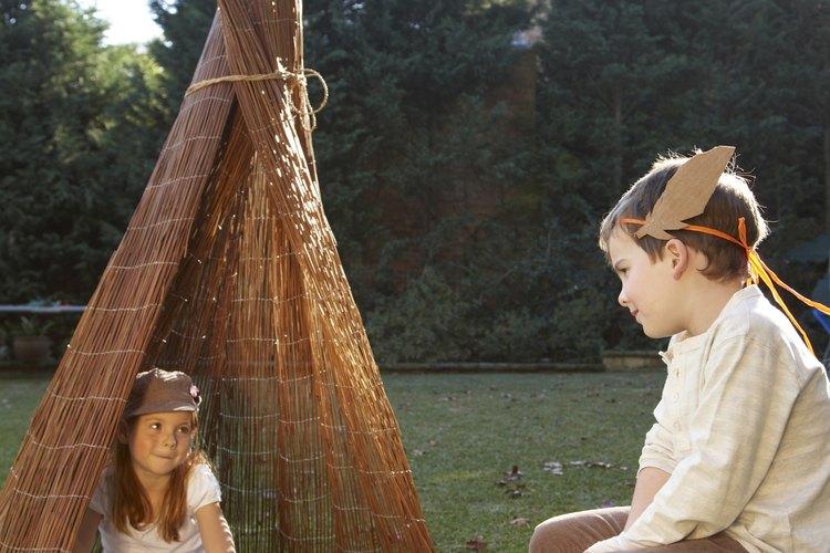 Puedes hacer un disfraz de indígena simple para niños.
