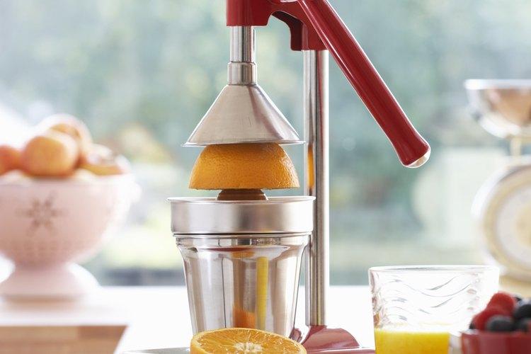 El jugo de naranjas recién exprimidas conserva un mayor número de nutrientes.