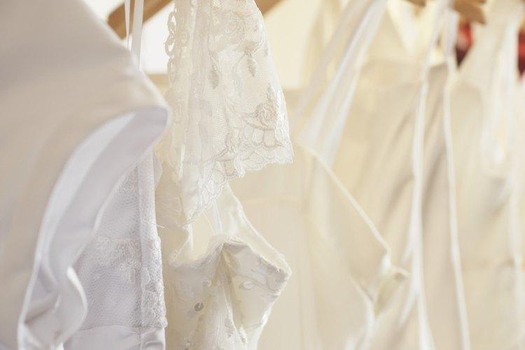 Si el vestido tiene un corsé para atar, la tela del cordón debe de ser fuerte y duradera.