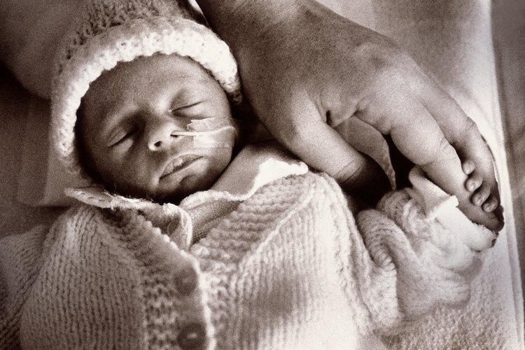 Habla con tu bebé prematuro acerca de cómo no puedes esperar para llevarlo a casa.