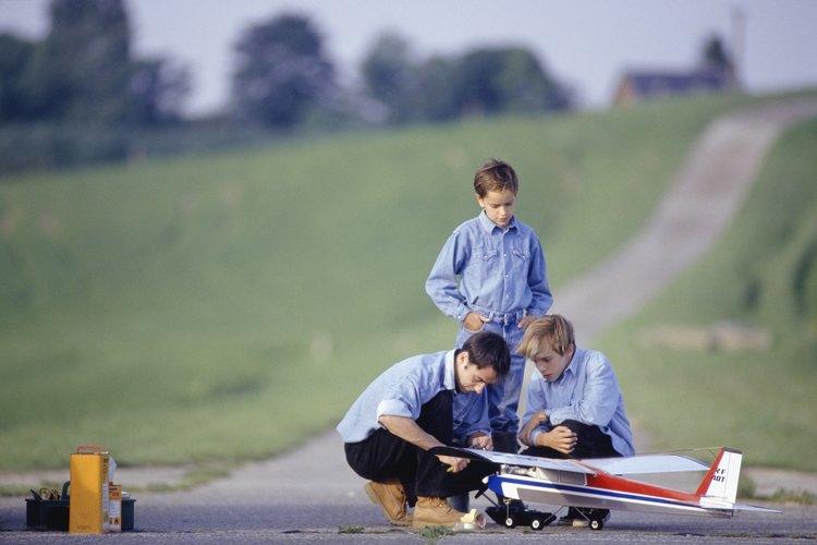 Enfoca esta actividad con un sentido de la seguridad y aprende las reglas que se aplican al aeródromo.