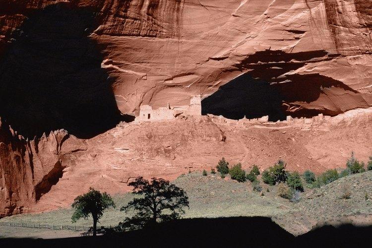 Las ruinas de la Casa Blanca yacen en el fondo del Cañón de Chelly cerca de Chinle, Arizona.