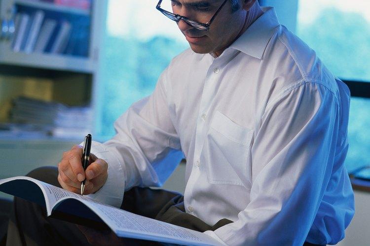 Los editores de libros deciden qué manuscritos de los diferentes autores tendrán una gran venta como libros.