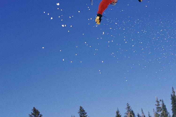 Estilo libre de salto en tabla de nieve (snowboarding).