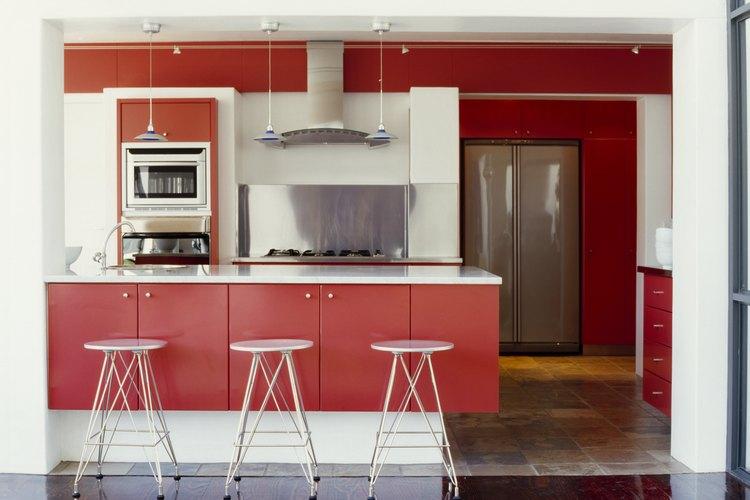 Qu colores de pintura combinan con rojo for Muebles minimalistas para cocina