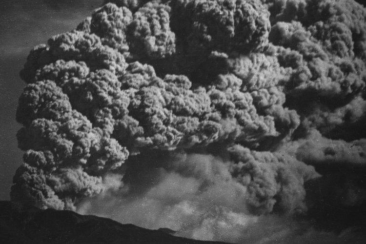 La erupción de un estratovolcán causará más humo y ceniza que lava que fluye.