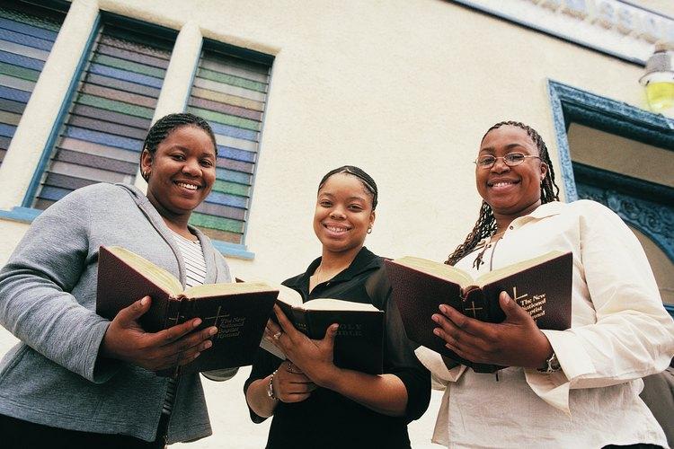 Las mujeres cristianas enfrentan juicios únicos para sus papeles en la vida.