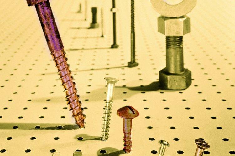 Aprende algunos trucos para remover todo tipo de tornillos persistentes.