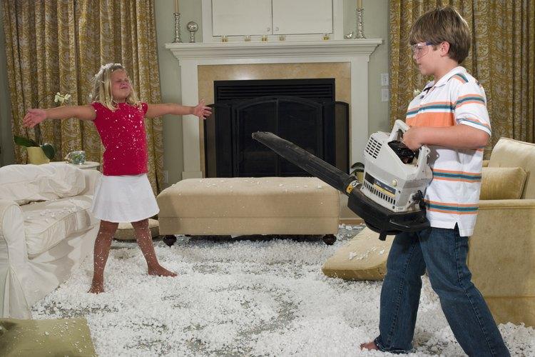 Limpiar tu sofá con espuma seca es realmente muy sencillo.