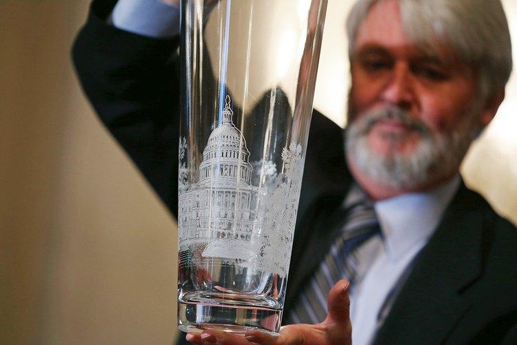 Puede ser costoso reparar jarrones de cristal Waterford.