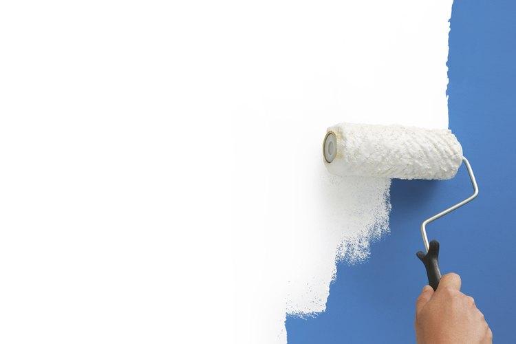 Mantén la pintura blanca con una capa protectora de sellador.