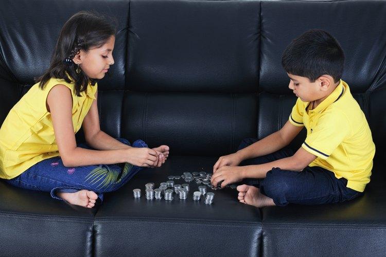 Los padres deberían comenzar a enseñarles a sus hijos sobre el dinero tan pronto como sea posible.