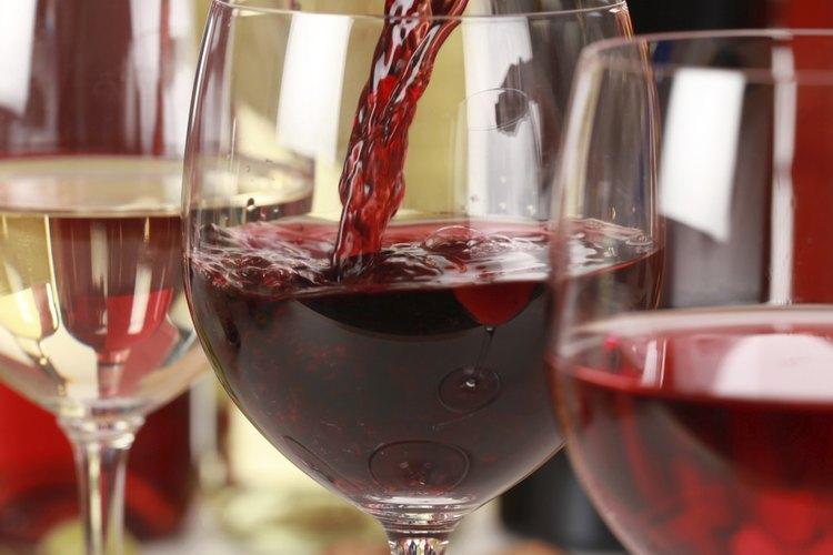 Un vaso de vino de vez en cuando si tomas precauciones.
