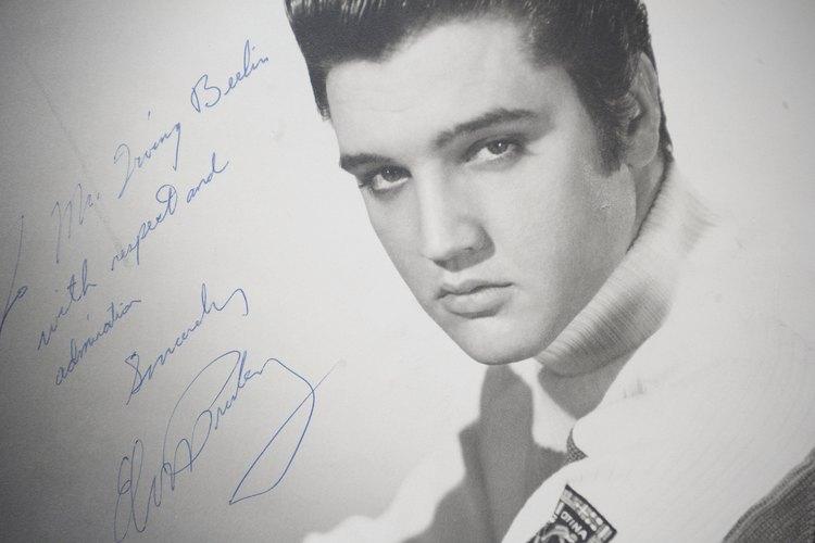 El peinado de Elvis es un clásico.