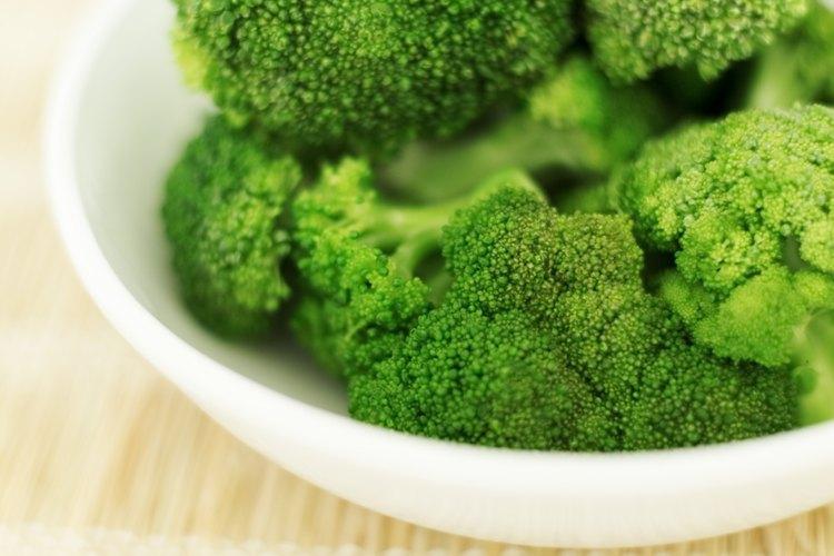 La comida picante y el brócoli pueden hacer desagradable la leche para algunos bebés.