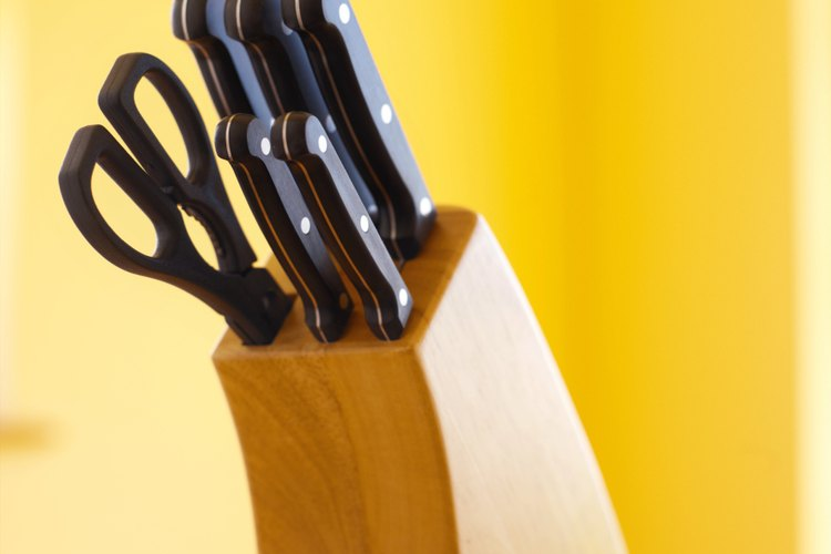 Un juego de cuchillos de cocina.