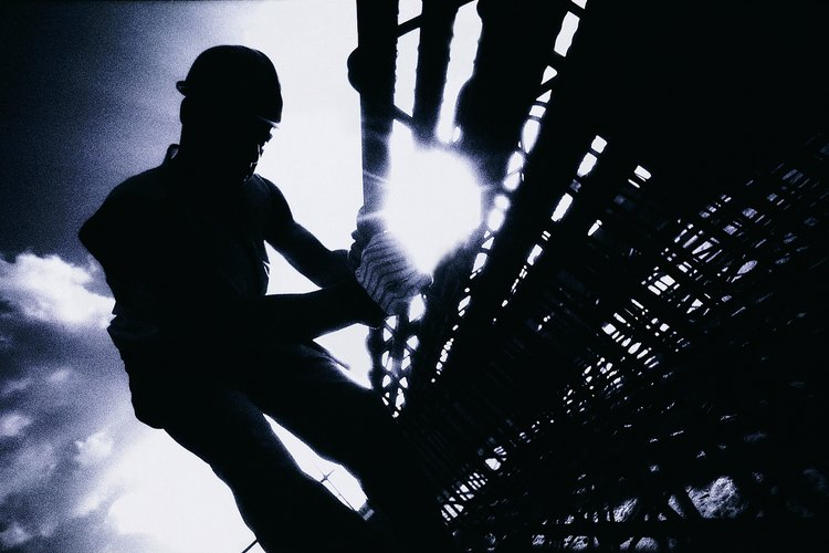 Lo que ganan los operadores de equipos pesados de construcción depende de la experiencia que tengan, la parte del país en la que trabajan, el tamaño de la compañía para la que trabajan y el tipo de equipo en el que se especializan.