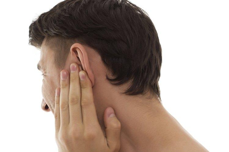 Existen distintas estrategias para fijar las orejas hacia atrás.