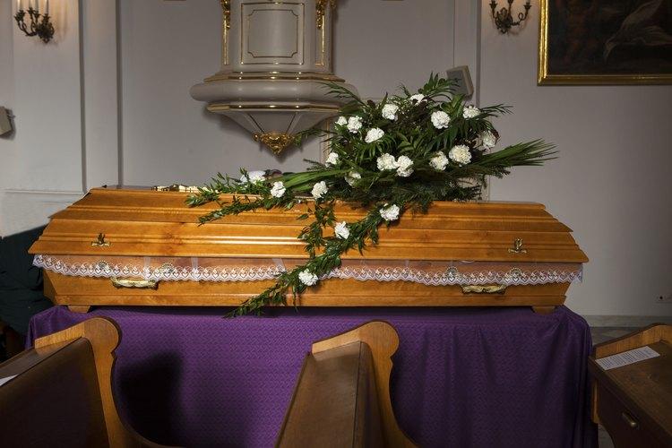 Investiga qué tipo de ayuda está disponible en tu estado para apoyar los gastos funerarios.