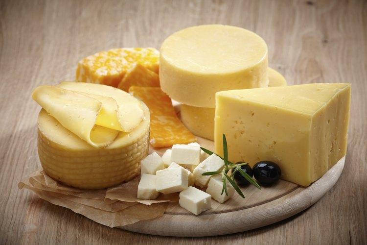 Si la encuentras, la leche cruda puede hacer los quesos caseros más maravillosos.