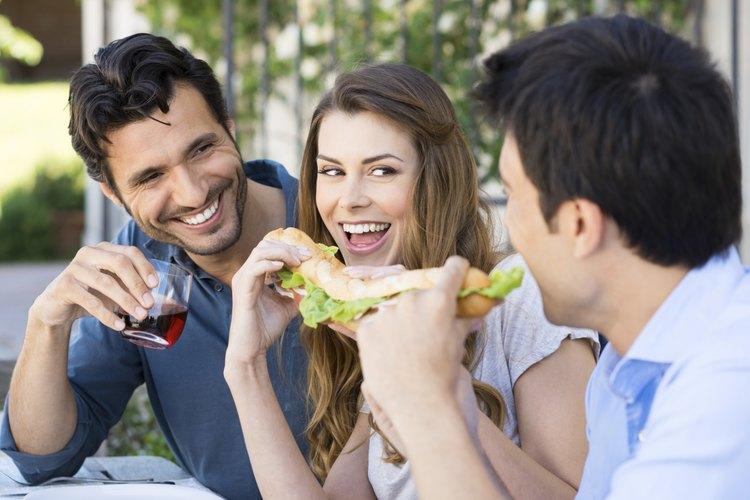 Los dueños de restaurantes que hablan con el especialista en la feria