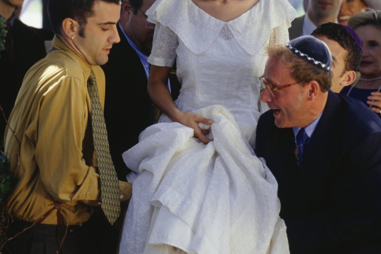 Las bodas judías se basan en tradiciones antiguas.