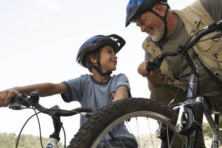 Los niños ciclistas con habilidaes pueden estar listos para bicicletas más grandes a una edad más temprana.