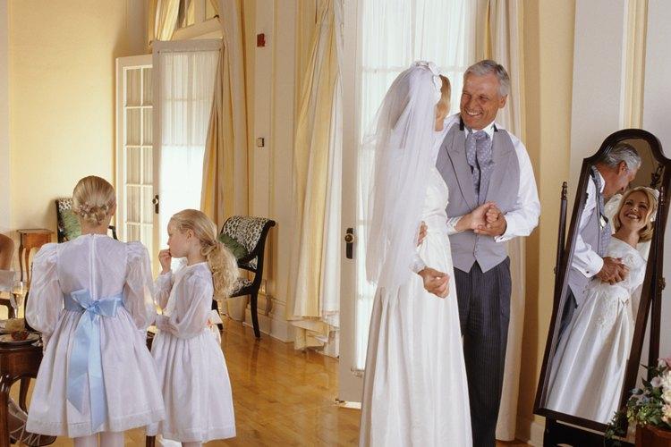 Una boda en casa a menudo es una mezcla entre una boda formal y una informal.