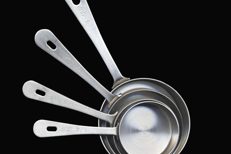 Las tazas medidoras son una parte importante del proceso de horneado.