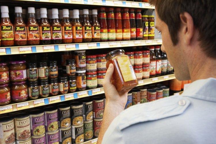 Los gerentes ubican las marcas propias de la tienda o las ofertas anunciadas en los estantes a nivel de los ojos.