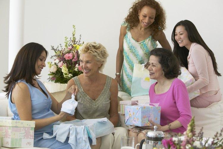 Céntrate en la alegría de la ocasión para lograr un baby shower exitoso.
