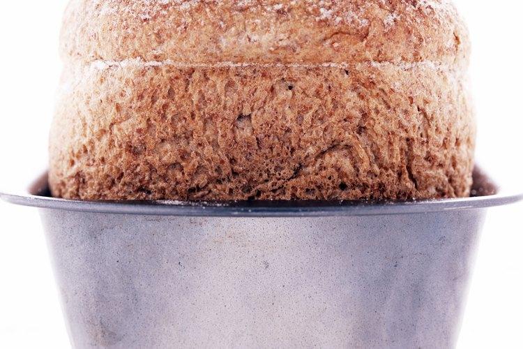 La levadura hace subir el pan, pero no debería agregarle ningún sabor u olor.