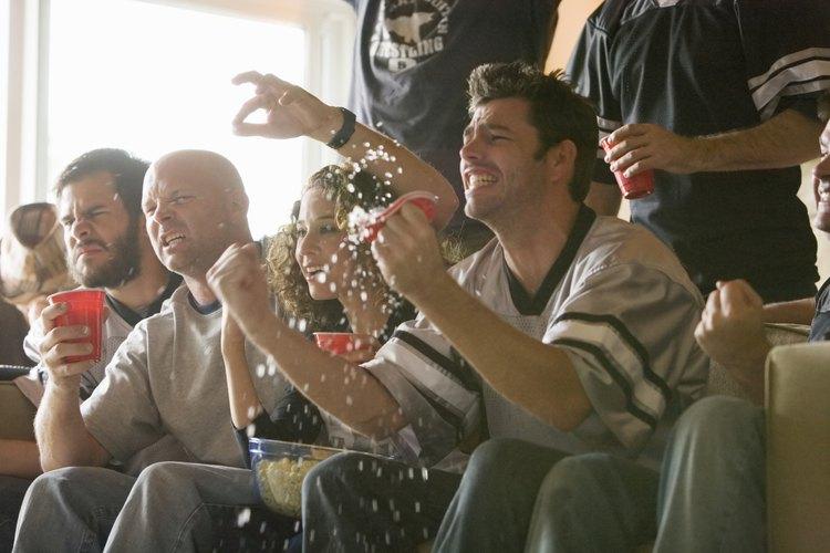 A los hombres que aman los deportes apreciarán un paquete de juego VIP para ver a su equipo favorito.