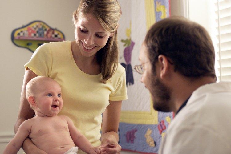 El pediatra es el médico que dedica su vida a la atención de los niños.