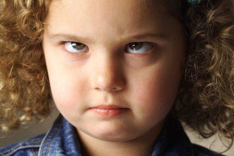 Un niño pequeño puede esforzarse al máximo para ignorar o descartar tus solicitudes.