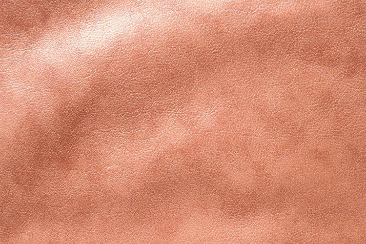C mo remover manchas de pintura del cuero for Como quitar manchas de pintura de aceite del piso