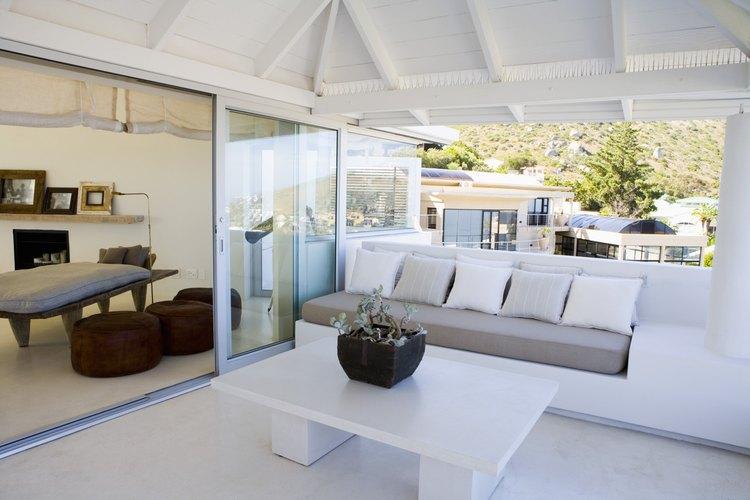 El aluminio limpio en las puertas corredizas le da un aspecto estético al hogar.