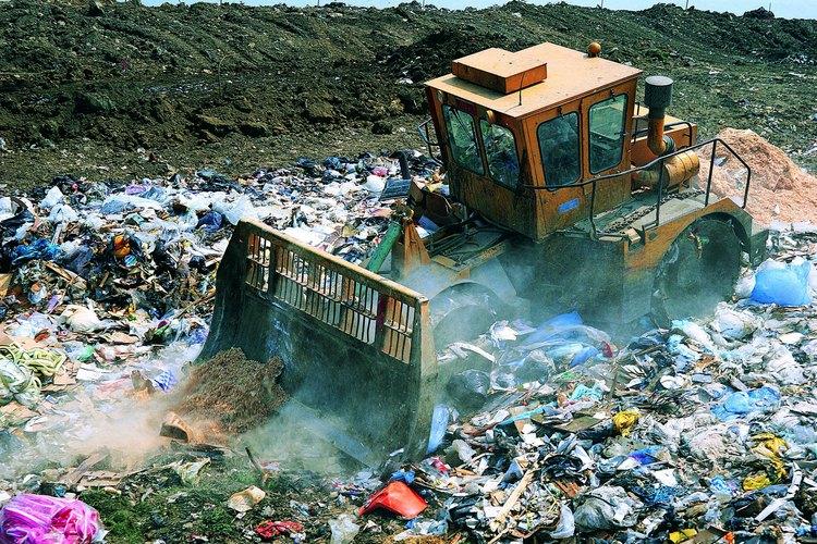 Los vertederos y basureros también contaminan el suelo.