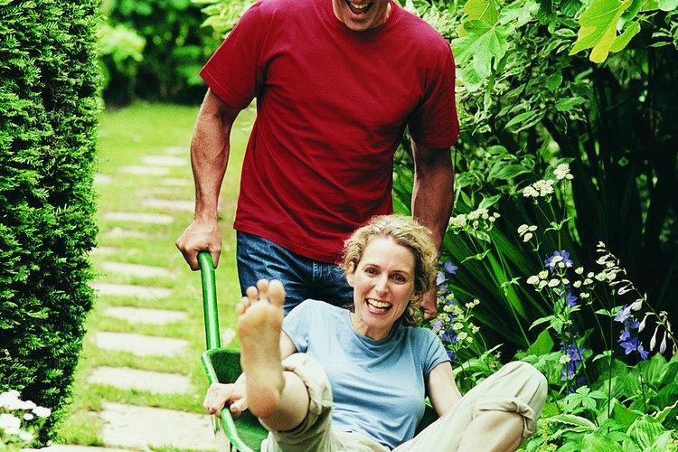 Cosas divertidas para hacer juntos pueden incluir aprender algo nuevo, explorar la naturaleza, hacer actividad física, o donar tiempo para una buena causa.