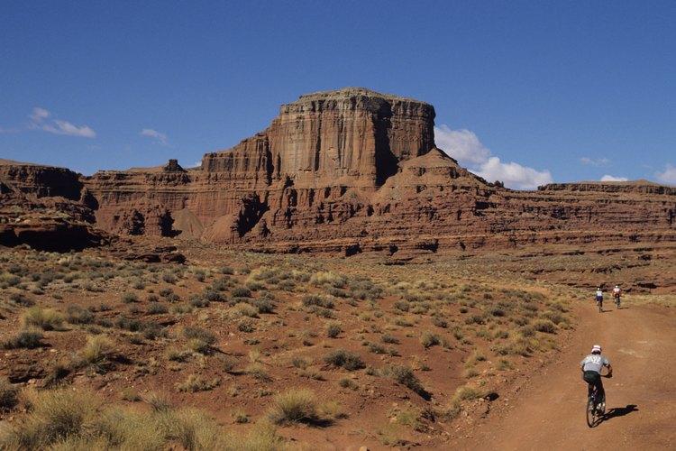 La tribu Apache históricamente era un pueblo nómada, viajando por las altas montañas desiertas y las planicies.