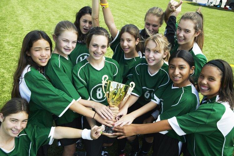 Las niñas pueden empezar las actividades deportivas desde el preescolar o primaria.