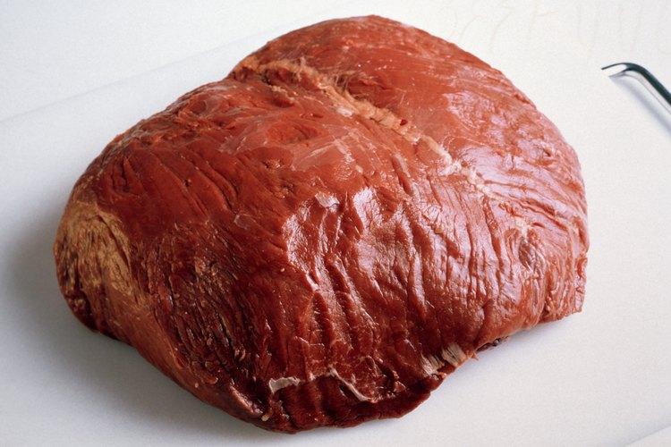 El asado de tri-tip proviene del solomillo de una vaca.
