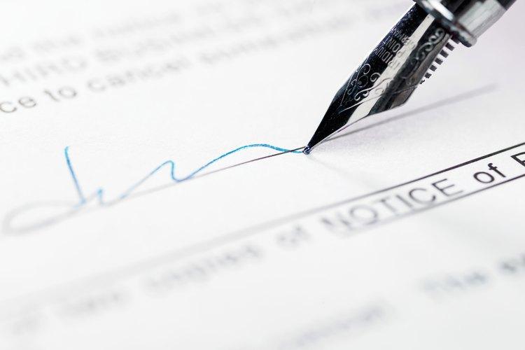 Un notario público puede certificar una declaración jurada por una tarifa nominal.
